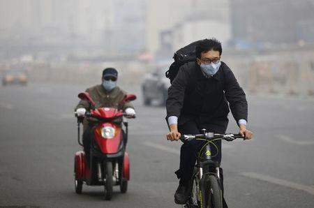 China's smoggy capital to close 300 companies in battle on pollution