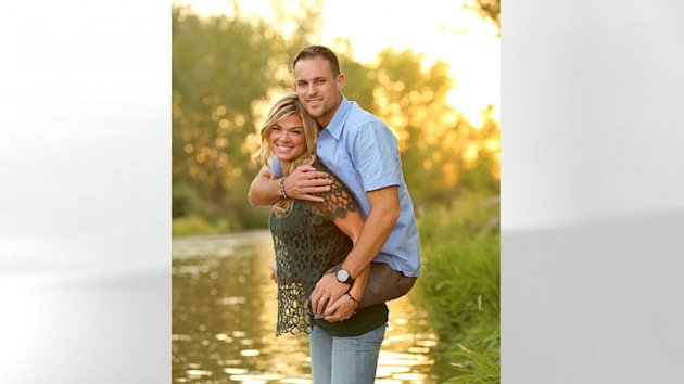 Heartwarming Photo of Wife Carrying Double-Amputee Marine Husband Goes Viral (ABC News)