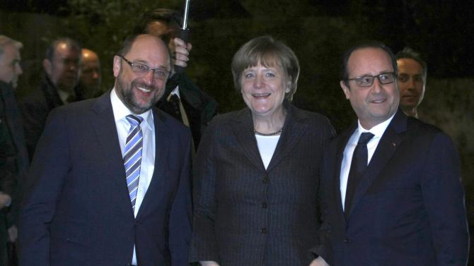 French President Hollande poses with German Chancellor Merkel and European Parliament President Schulz in Strasbourg