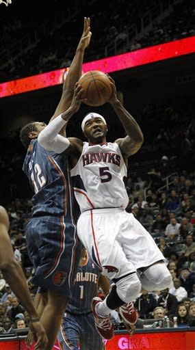 With Horford out, Hawks rout Bobcats 111-81