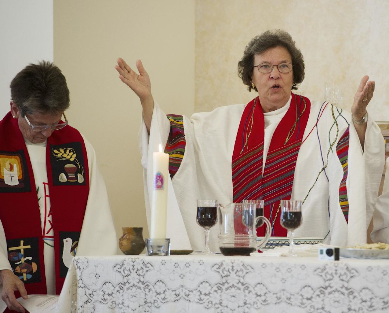 ordaining catholic women priests Women as roman catholic priests opinions are push to ordain female priests groups that still identify themselves as catholic have been ordaining women in.