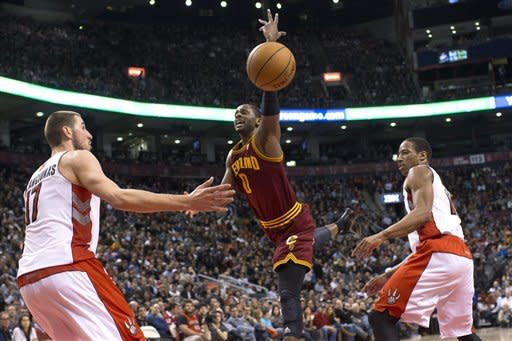 Irving injured in Cavs' 100-96 loss to Raptors