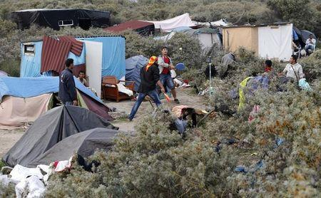 France to build Calais camp for 1,500 migrants