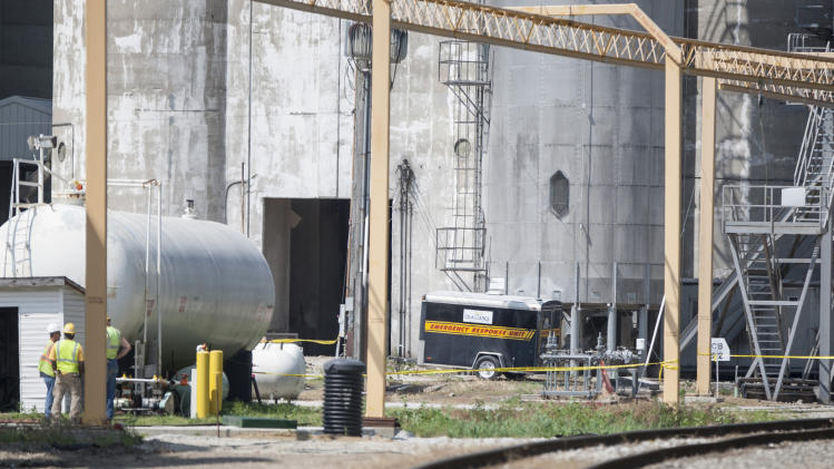 Indiana grain elevator blast kills 1 worker