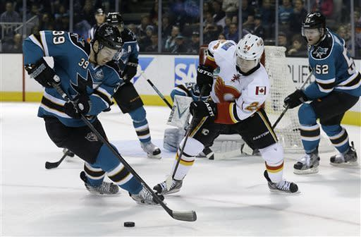 Sharks win 7th straight, 2-1 over Flames