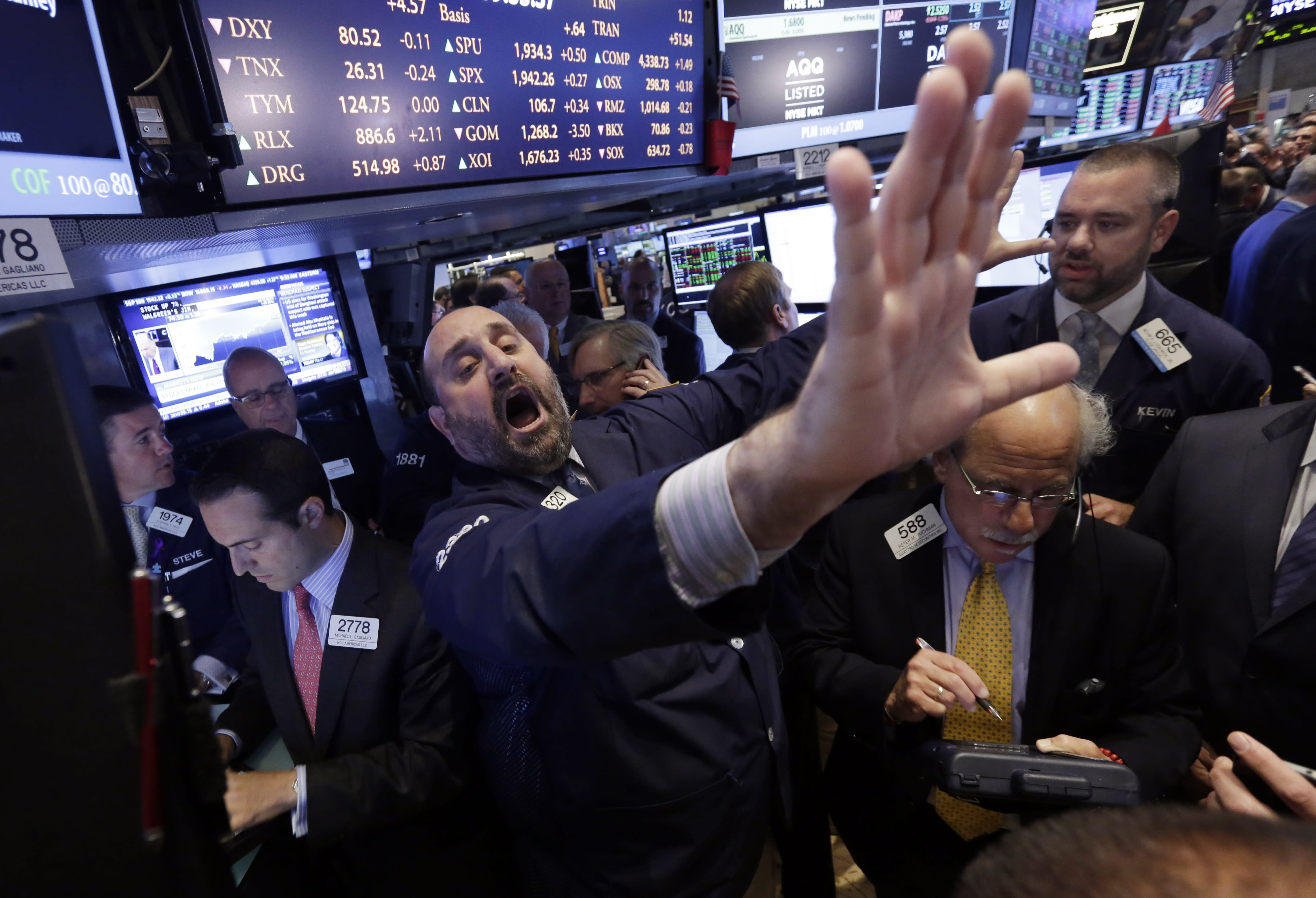 Investors expect higher stocks in 2015, but also turbulence