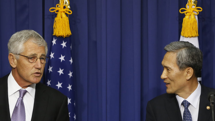 U.S. Secretary of Defense Chuck Hagel, left, and South Korea's Defence Minister Kim Kwan-jin attend a news conference after the 45th Security Consultative Meeting at the Defense Ministry in Seoul, South Korea, Wednesday, Oct. 2, 2013. (AP Photo/Kim Hong-Ji, Pool)
