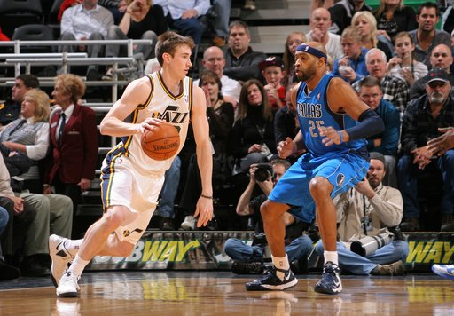 SALT LAKE CITY, UT - JANUARY 7:  Gordon Hayward #29 of the Utah Jazz drives against Vince Carter #25 of the Dallas Mavericks at Energy Solutions Arena on January 7, 2013 in Salt Lake City, Utah. (Photo by Melissa Majchrzak/NBAE via Getty Images)