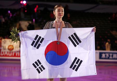 Kim Yuna of Korea poses with her gold medal after the ladies free skating at the ISU World Figure Skating Championships in London, Ontario