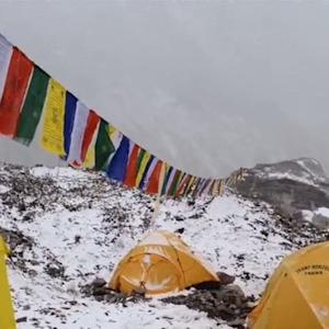 Climbers trapped on Mount Everest after deadly avalanche