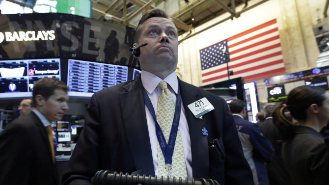 Trader Neil Catania works on the floor of the New York Stock Exchange Wednesday, April 24, 2013. Stock indexes are little changed in early trading on Wall Street following mixed earnings results from Apple, Ford, Boeing and other major U.S. companies. (AP Photo/Richard Drew)