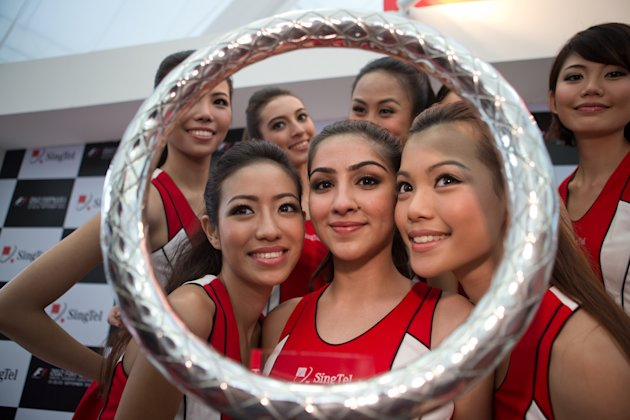 2012 SingTel Grid Girls: 1st - Ashvin Sandhu; 2nd - Emily Chia; 3rd - Esther Leong. (Yahoo! photo)
