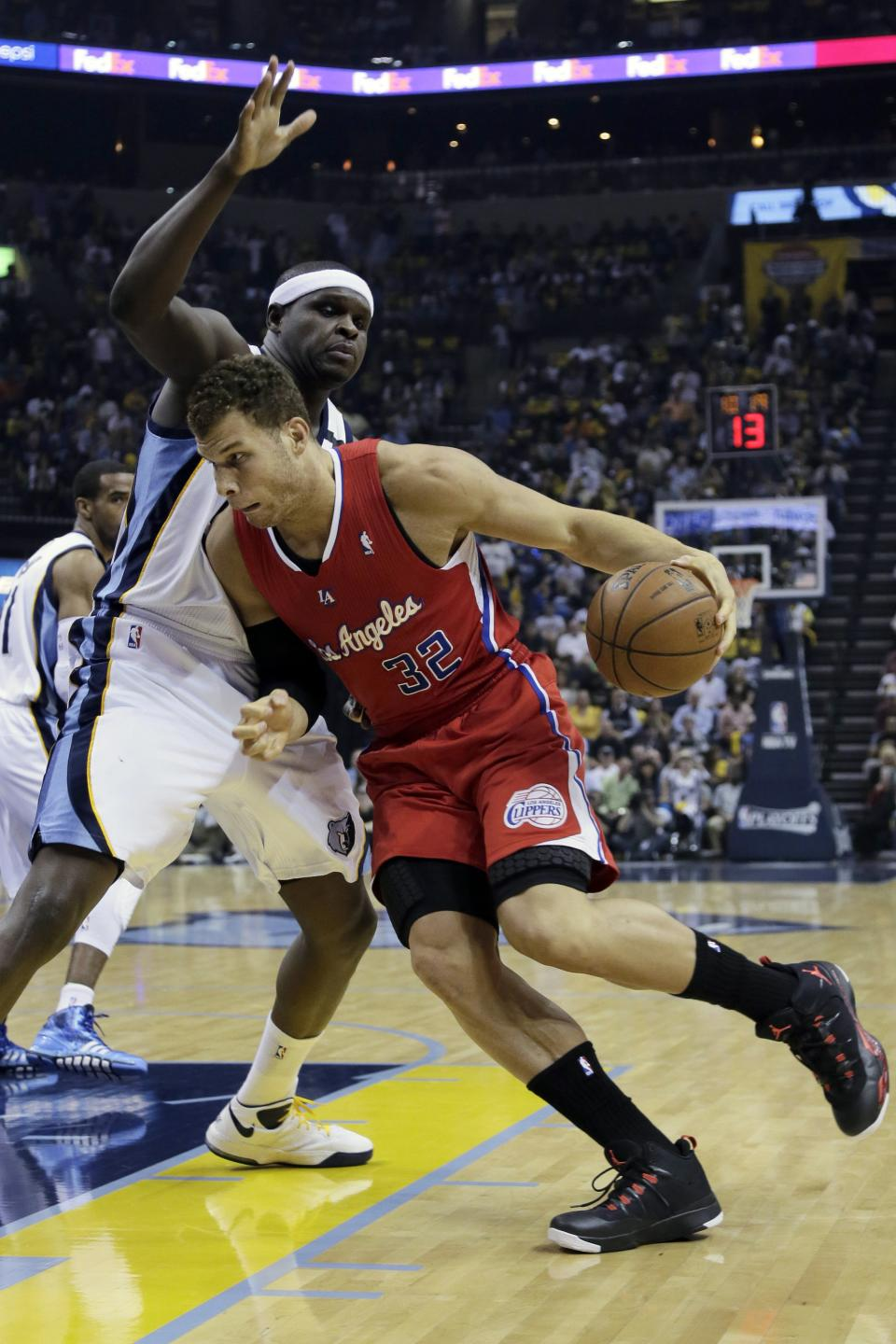 Memphis Grizzlies' Zach Randolph, left, defends against Los Angeles Clippers' Blake Griffin (32) during the first half of Game 4 in a first-round NBA basketball playoff series in Memphis, Tenn., Saturday, April 27, 2013. (AP Photo/Danny Johnston)
