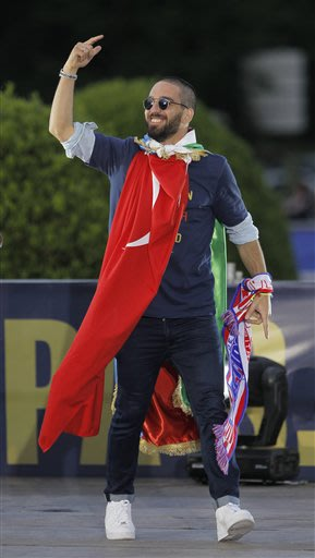 Atletico de Madrid's Arda Turan from Turkey celebrates in Neptuno Square in Madrid, Spain, Saturday, May 18, 2013. Atletico de Madrid defeated Real Madrid in the Copa del Rey final soccer match on Fri