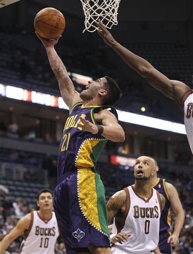 Belinelli hits 6 3s to lead Hornets past Bucks