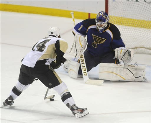 Penguins beat Blues 3-2 in SO for 7th straight win