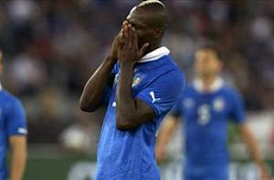 Balotelli pulls out of Italy training with knee discomfort