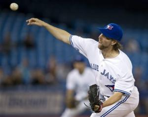 Dickey fans 10 as Blue Jays beat Giants
