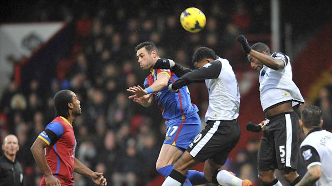 Crystal Palace's Damien Delaney (left) is challenged by Norwich City's Leroy Fer and Sebastien Bassong during their English Premier League soccer match at Selhurst Park, London Wednesday, Jan. 1, 2014. (AP Photo / PA, Tim Parker)
