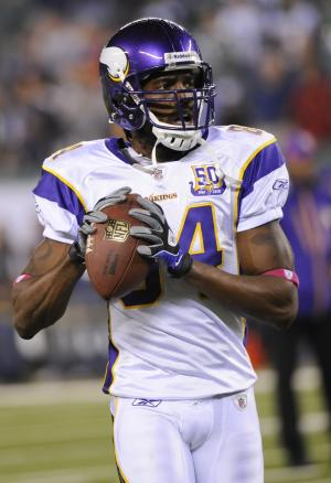 Minnesota Vikings' Randy Moss warms up before an NFL football game between the Vikings and the New York Jets on Monday, Oct. 11, 2010, in East Rutherford, N.J. (AP Photo/Bill Kostroun)