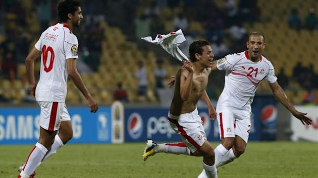 Tunisia&#39;s Youssef Msakni (C) celebrates with team mates after scoring against Algeria during their African Nations Cup (AFCON 2013) Group D soccer match in Rustenburg, January 22, 2013 (Reuters)