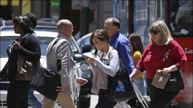 New Jersey town bans texting while walking [updated]