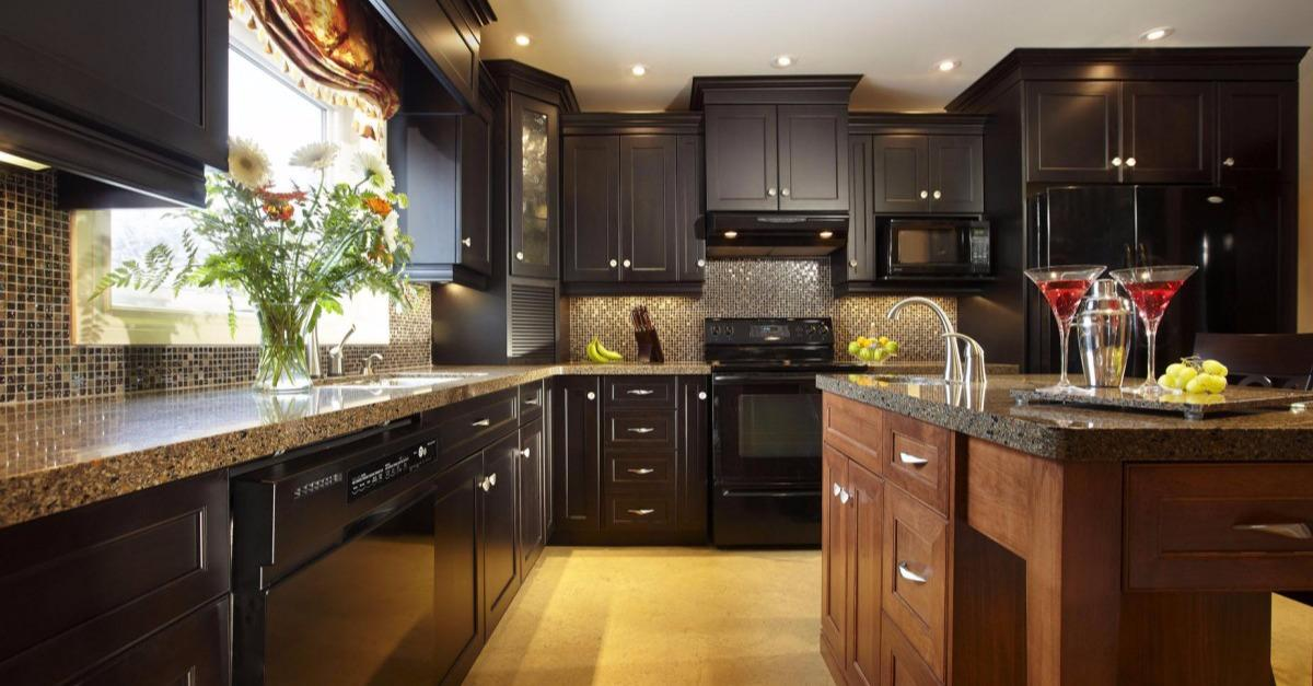 21 Stunning Kitches with Dark Cabinets