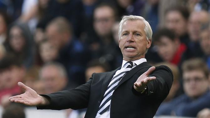 Newcastle United manager Alan Pardew reacts during their English Premier League soccer match against Hull City at St James' Park in Newcastle
