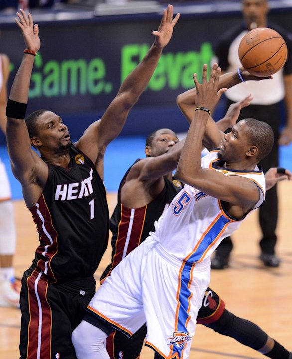 Oklahoma City Thunder's Kevin Durant (R) Shoots AFP/Getty Images