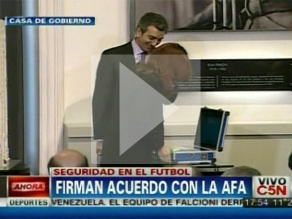 El &quot;blooper&quot; con la huella digital de la Presidente