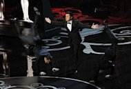 Oscar host Seth MacFarlane (C) performs a dance segment with actors Joseph Gordon Levitt and Daniel Radcliffe (R) at the 85th Academy Awards in Hollywood, California, February 24, 2013. REUTERS/Mario Anzuoni