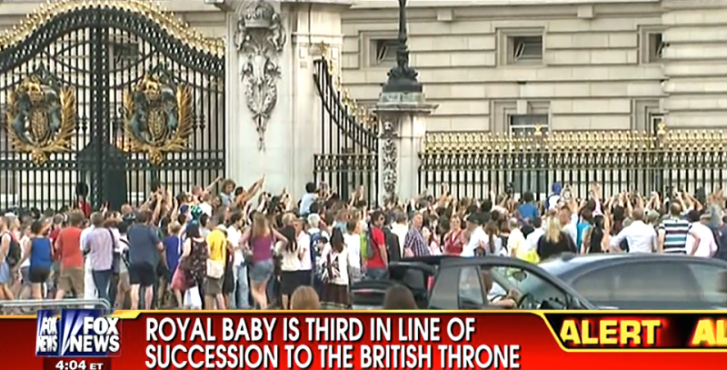 Buckingham Palace crowd royal baby