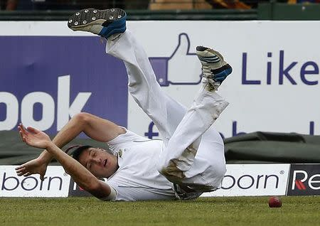 South Africa's Morkel dives to stop a boundary hit by Sri Lanka's Sangakkara during the fourth day of their second test cricket match in Colombo
