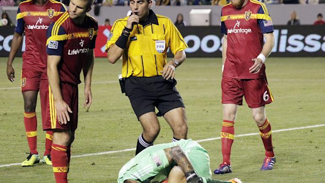 Federal mediators enter MLS referees' lockout