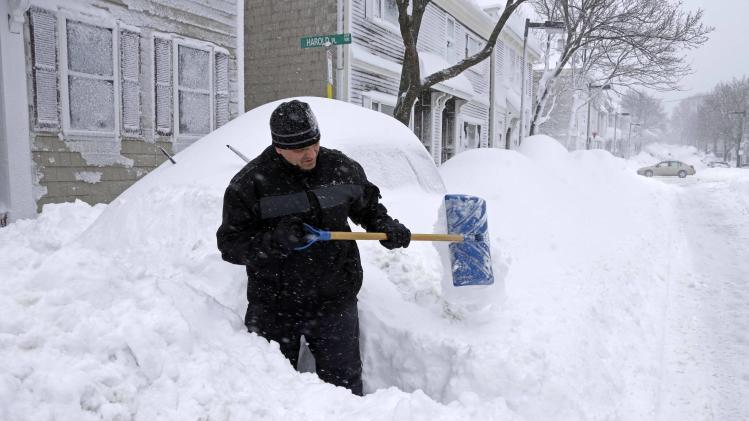 Northeast begins digging out after snowstorm