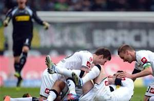 Borussia Monchengladbach 3-0 Koln: Arango, Jantschke & Reus ensure hosts continue Champions League charge