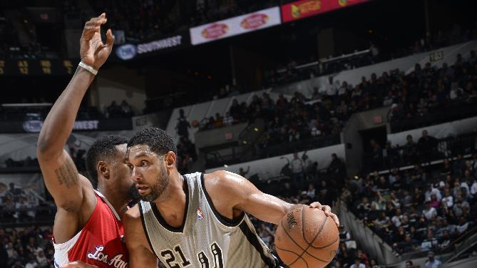 Splitter scores 22, Spurs easily beat Clippers
