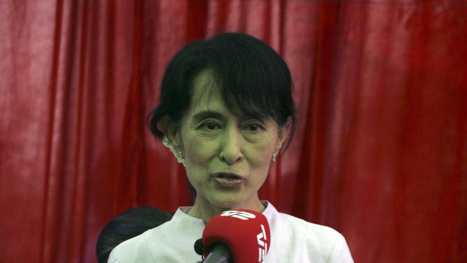 Myanmar opposition leader Aung San Suu Kyi talks to reporters during a press conference at her lakeside residence in Yangon, Myanmar Friday, March 30, 2012. (AP Photo/Khin Maung Win)