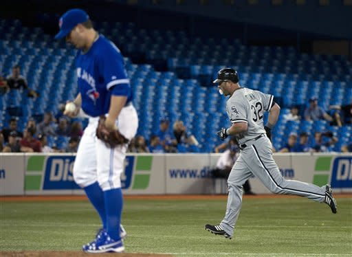 Dunn hits 34th HR as White Sox beat Blue Jays 9-5