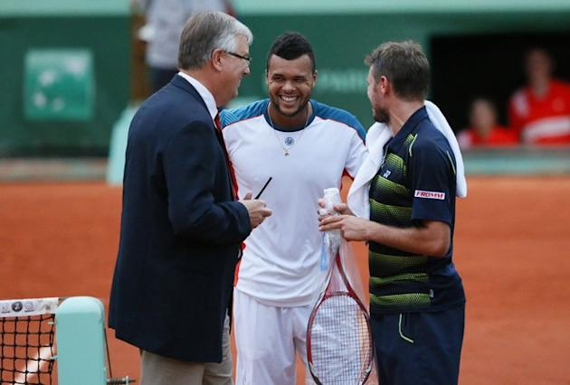 Switzerland's Stanislas Wawrinka And France's Jo-Wilfried Tsonga (C) Talks AFP/Getty Images