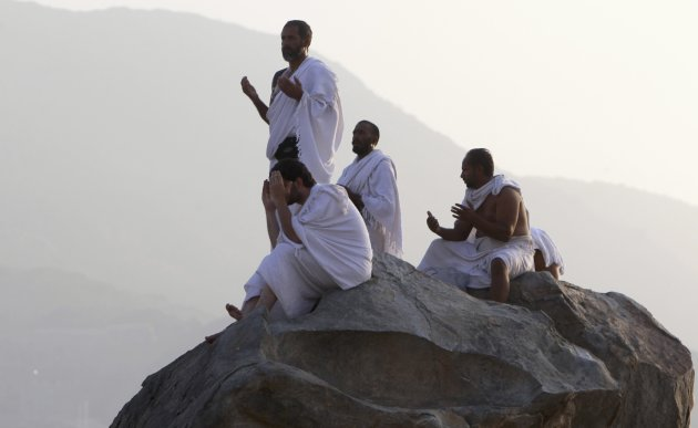 Muslim pilgrims pray on Mount …