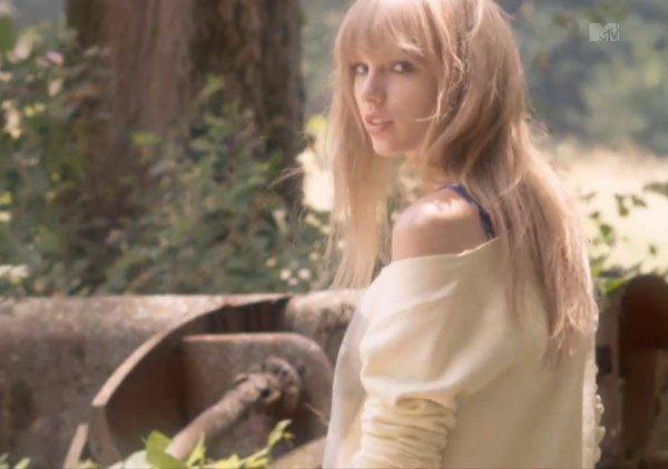 Taylor Swift Trades In Glitter For Overalls In Her New Music Video
