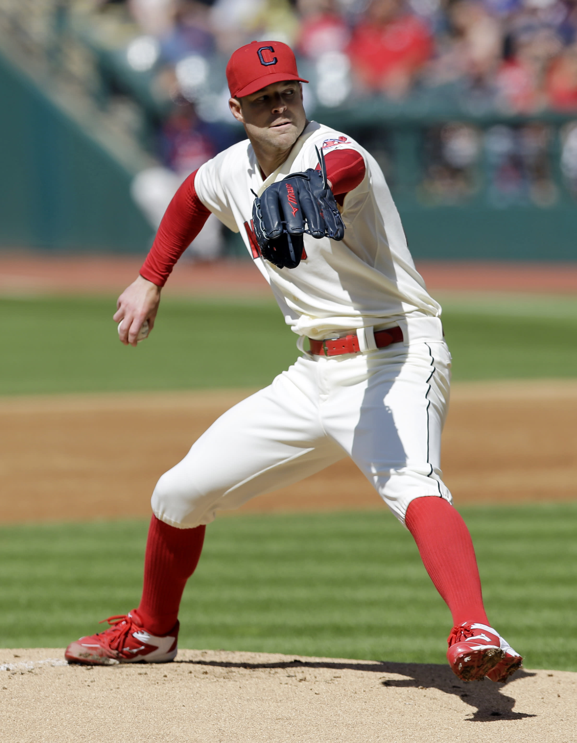 Kluber solid again, pitches Indians past Reds 2-1
