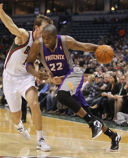 Nash hits late layup, Suns beat Bucks 107-105