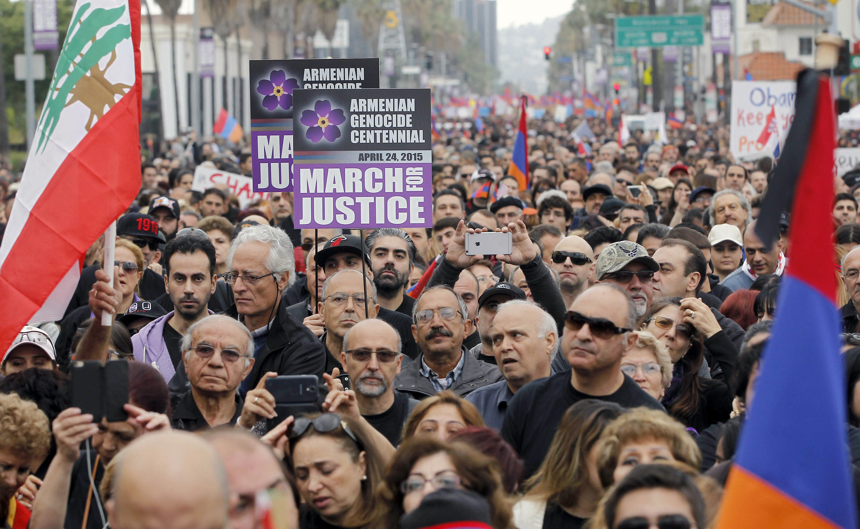 Huge Los Angeles march commemorates Armenian killings