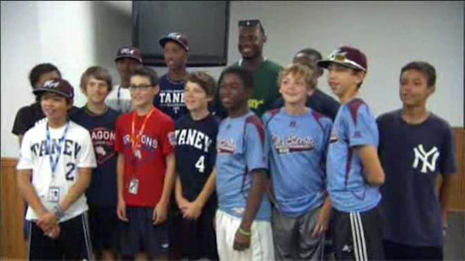 Ryan Howard meets with Taney Dragons before big Little League World Series game