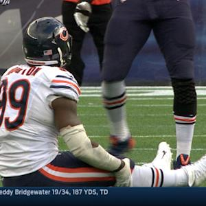 Chicago Bears defensive end Lamarr Houston injures himself celebrating