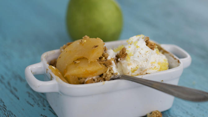 This Feb. 11, 2013 photo shows speedy pear crisp in Concord, N.H. (AP Photo/Matthew Mead)