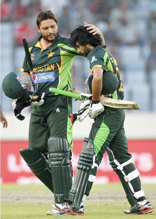 Pakistan's Alam and Afridi come off the field after Pakistan finished batting against Sri Lanka during their 2014 Asia Cup final match in Dhaka