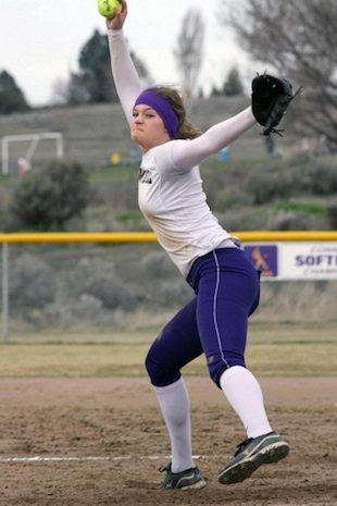 Connell softball pitcher Ashley Thompson has thrown 6 straight no-hitters — Softball Showcase